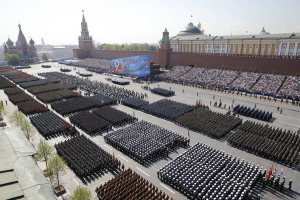 Russia to Invite Americans, Poles to March Through Red Square