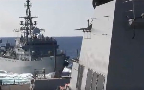 """Pentagon Claims US Destroyer """"Aggressively Approached"""" by Russian Warship in Arabian Sea"""
